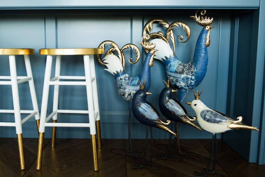 Biały ptak dekoracyjny z metaloplastyki