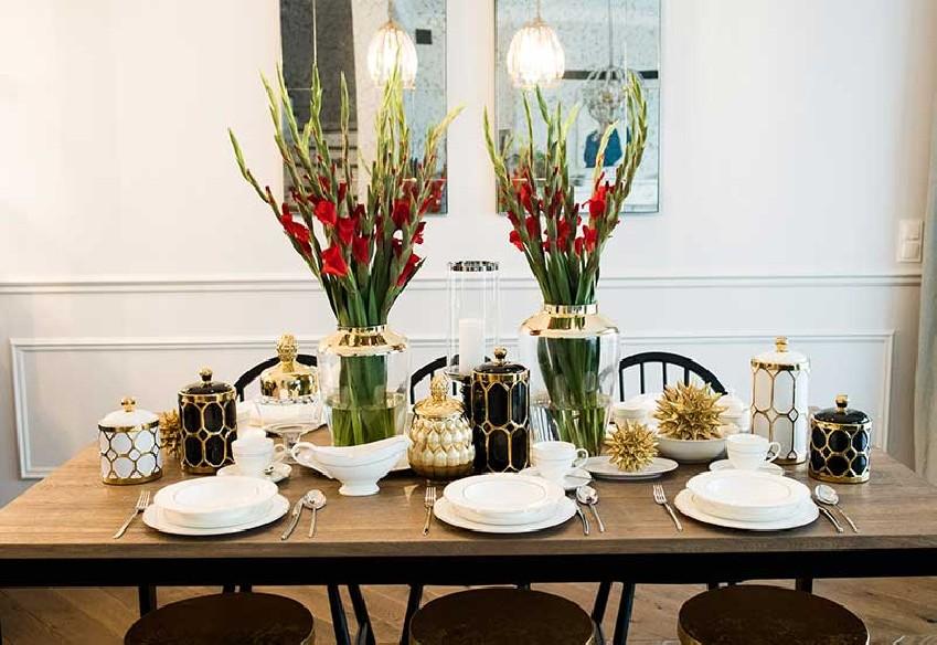 klasyczny złoty wazon na kwiaty