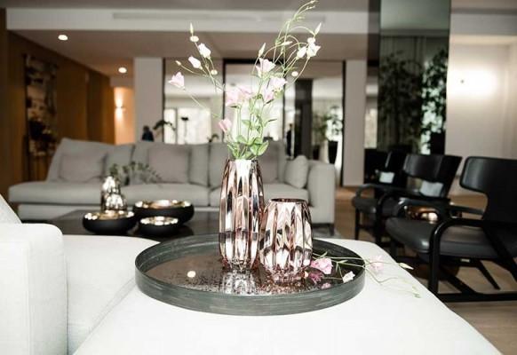 szklany wazon prążkowany od Home Decoration